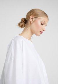 DRYKORN - KAORI - T-shirt à manches longues - white - 3