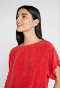 DRYKORN - SOMIA - Blouse - red - 3
