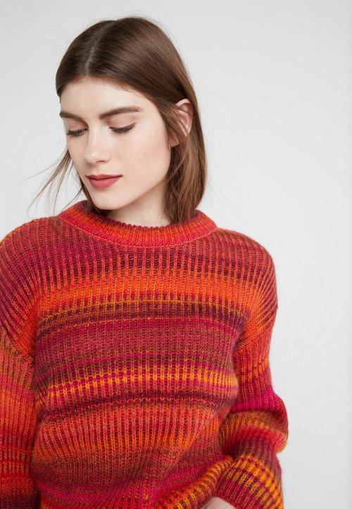 DRYKORN TIMIRA - Sweter - red/multi Odzież Damska XJKE-JJ2 30% OBNIŻONE