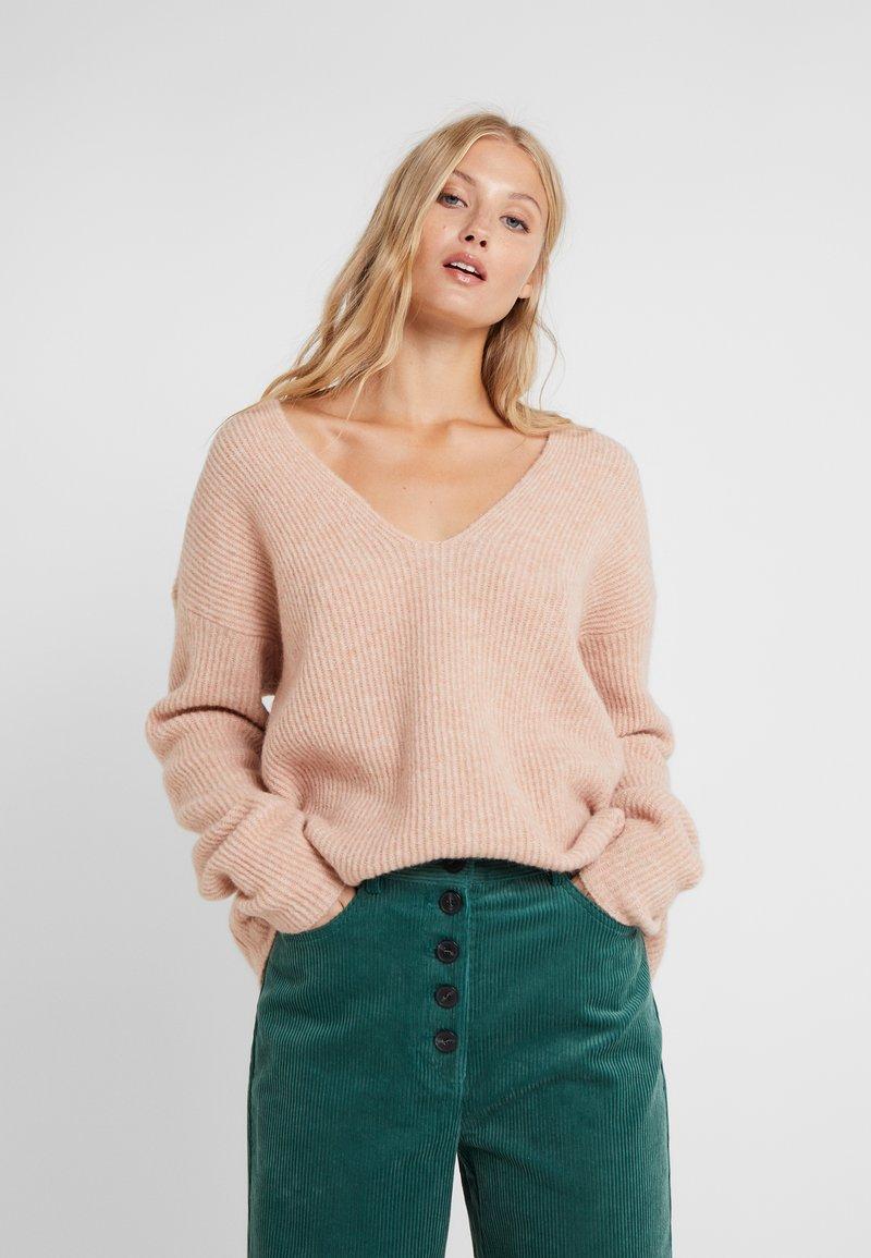 DRYKORN - LINNA - Sweter - nude