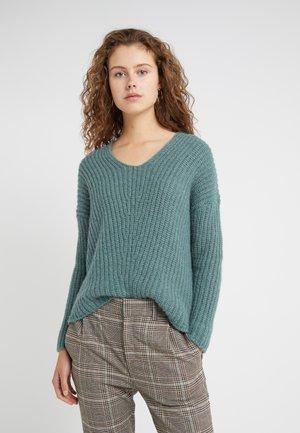 LINNA - Pullover - green