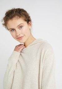 DRYKORN - PICA - Pullover - oat - 4
