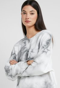 DRYKORN - LAISA - Sweatshirt - grey/white - 4