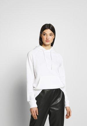 EMIE - Bluza z kapturem - white