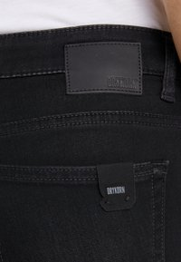 DRYKORN - NEED - Jeansy Skinny Fit - black wahed - 4