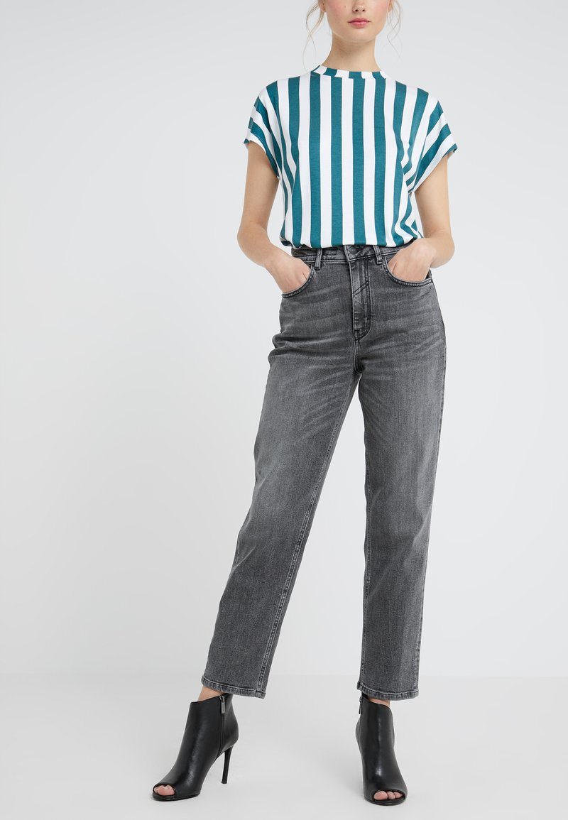 DRYKORN - MOM - Jeansy Relaxed Fit - grey wash