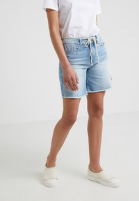 DRYKORN - BUMBLE - Szorty jeansowe - light denim - 0