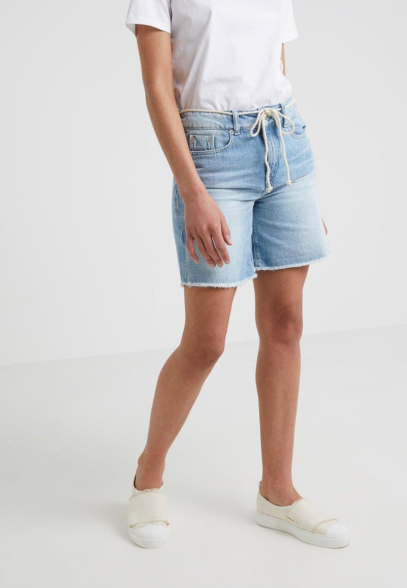 DRYKORN - BUMBLE - Szorty jeansowe - light denim