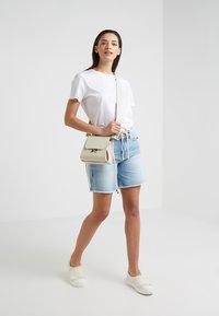 DRYKORN - BUMBLE - Szorty jeansowe - light denim - 1