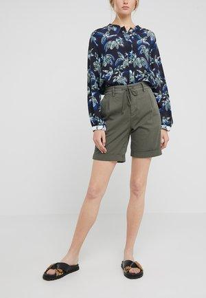 TRAINEE - Shorts - olive