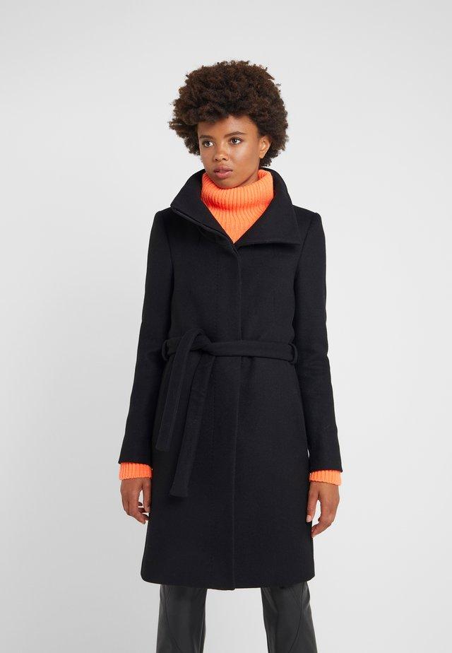 CAVERS - Zimní kabát - black
