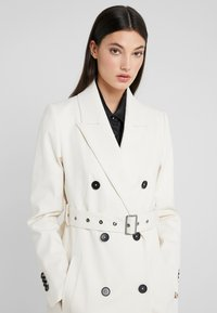 DRYKORN - HOLMAN - Trenchcoat - offwhite - 4