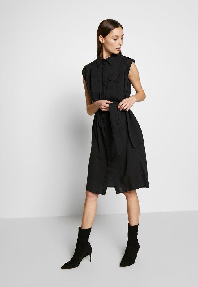ANIKE - Robe chemise - black