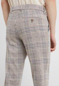 DRYKORN - SIGHT - Pantalones - beige - 5