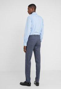 DRYKORN - FOOT - Oblekové kalhoty - royal - 2
