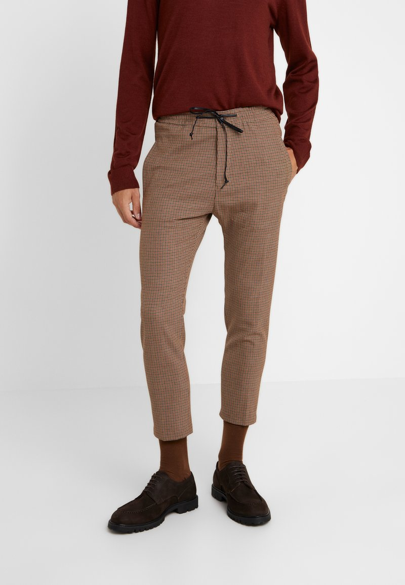 DRYKORN - JEGER - Trousers - beige/rost