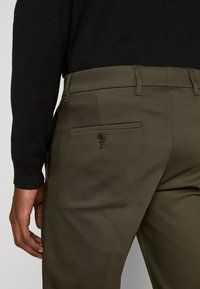 DRYKORN - SIGHT - Trousers - oliv - 5