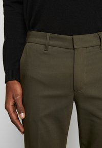 DRYKORN - SIGHT - Trousers - oliv - 3