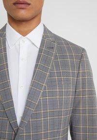 DRYKORN - IRVING - Chaqueta de traje - grey/yellow - 7