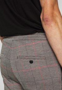 DRYKORN - JEGER - Trousers - grau - 5