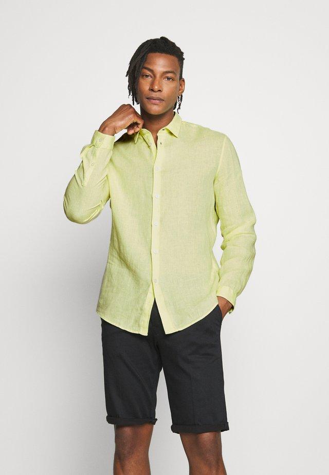 RUBEN - Shirt - yellow