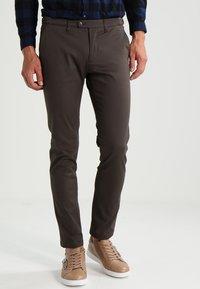 DRYKORN - KILL - Spodnie materiałowe - khaki - 0