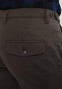 DRYKORN - KILL - Spodnie materiałowe - khaki - 4