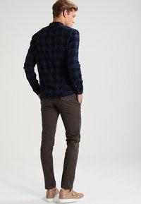 DRYKORN - KILL - Spodnie materiałowe - khaki - 2