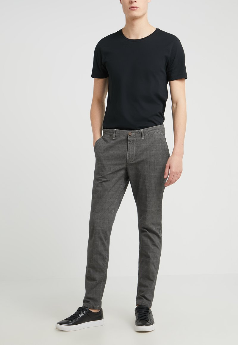 DRYKORN - MAD - Chino - anthracite
