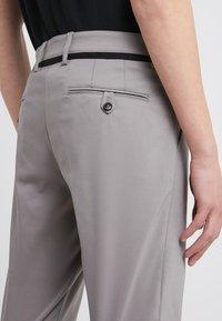 DRYKORN - MAD - Spodnie materiałowe - grey - 4