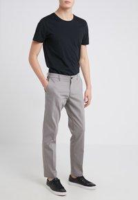 DRYKORN - MAD - Spodnie materiałowe - grey - 0