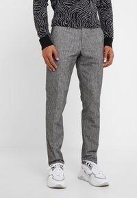 DRYKORN - Spodnie materiałowe - mottled grey - 0