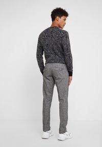 DRYKORN - Spodnie materiałowe - mottled grey - 2
