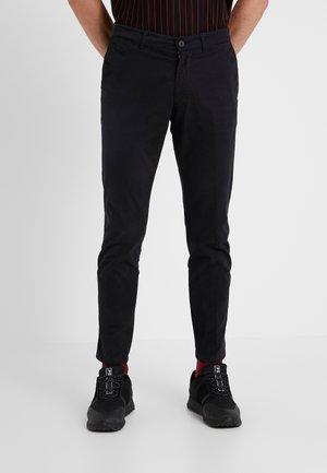 MAD - Spodnie materiałowe - black