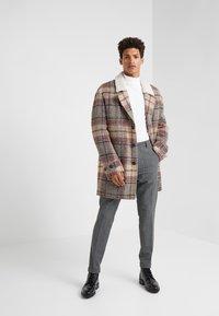 DRYKORN - BREW - Pantalones - grey - 1
