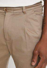 DRYKORN - CHASY - Pantalon classique - beige - 3