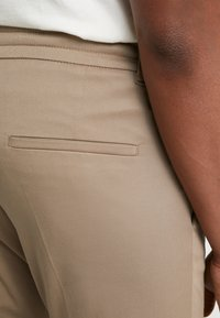 DRYKORN - CHASY - Pantalon classique - beige - 5