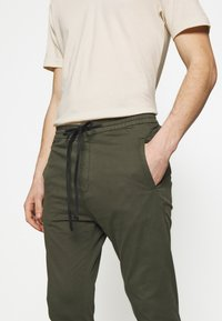 DRYKORN - JEGER - Trousers - olive - 2