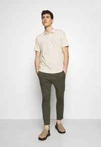 DRYKORN - JEGER - Trousers - olive - 1