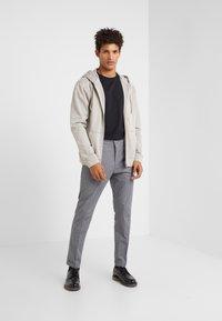 DRYKORN - BREW - Pantaloni - grey - 1