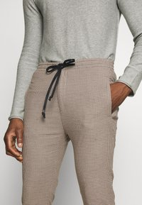 DRYKORN - JEGER - Chinos - beige check - 5