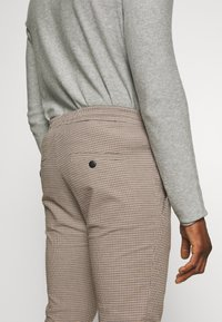 DRYKORN - JEGER - Chinos - beige check - 3