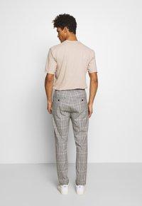DRYKORN - JEGER - Trousers - grau - 2
