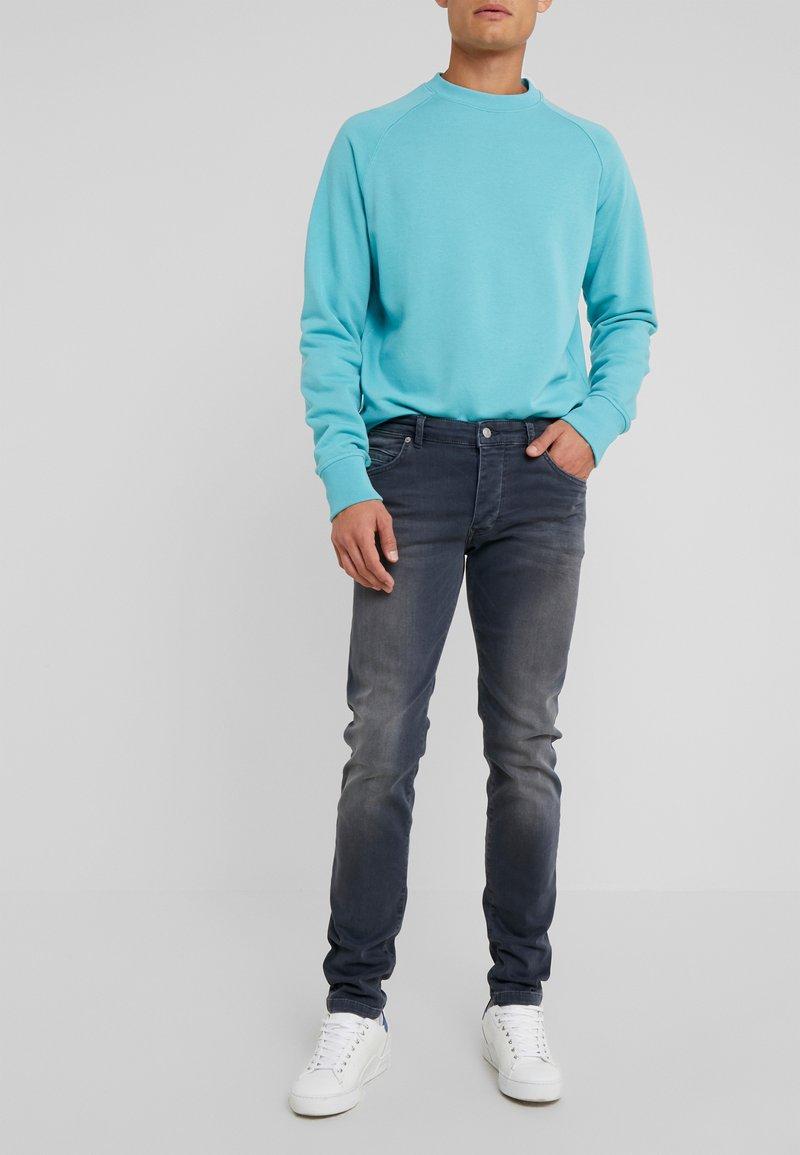 DRYKORN - JAZ - Slim fit jeans - grey