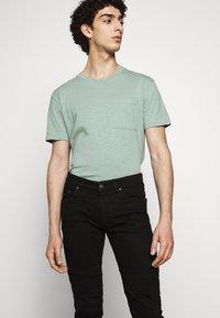 DRYKORN - RAZ - Slim fit jeans - schwarz - 3