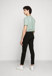 DRYKORN - RAZ - Slim fit jeans - schwarz - 2