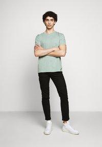 DRYKORN - RAZ - Slim fit jeans - schwarz - 1