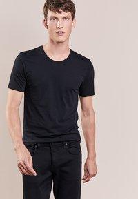 DRYKORN - CARLO - Basic T-shirt - black - 0