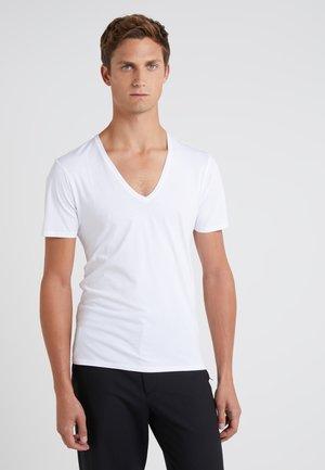 QUENTIN - Basic T-shirt - white