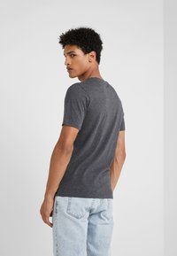 DRYKORN - QUENTIN - Basic T-shirt - grey - 2